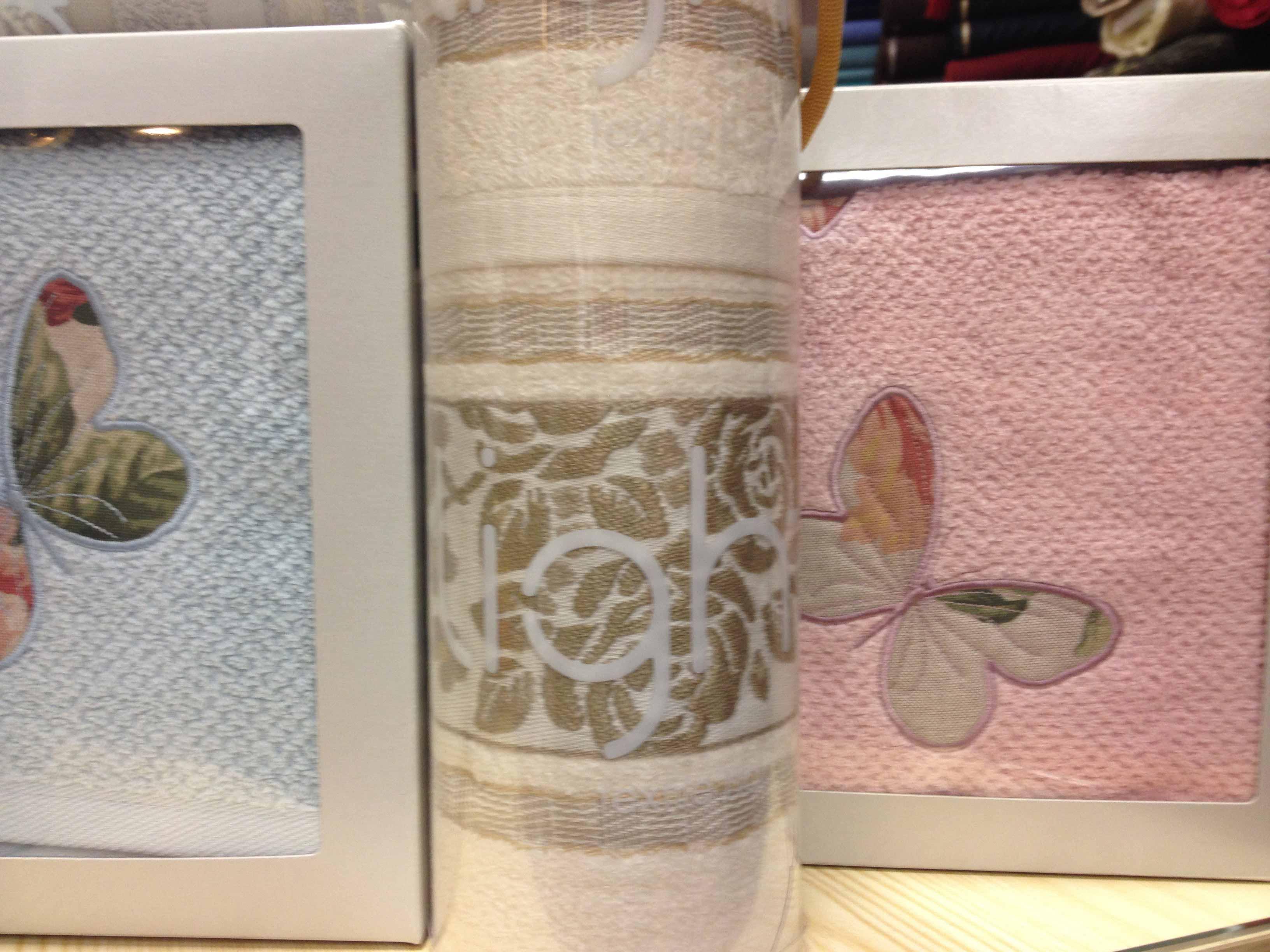 asciugamani-innamorati-tessuti